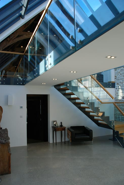 Maer Barn, Bude, Cornwall:  Corridor & hallway by The Bazeley Partnership