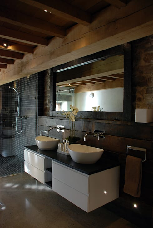 Maer Barn, Bude, Cornwall: modern Bathroom by The Bazeley Partnership
