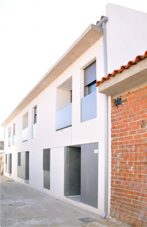 3 VPO Benquerencia: Casas de estilo moderno de MarbleGrana