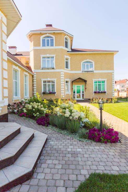 Casas de estilo ecléctico por Дизайн мастерская Елены Тимченко