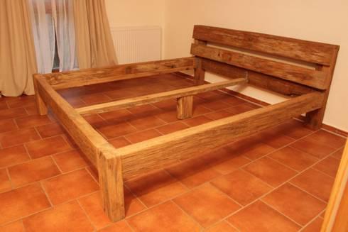 Urige, rustikale Betten aus altem Eichenholz von Bootssteg Möbel ...