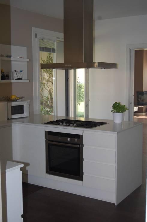 Cucina: Cucina in stile  di studio 2a+g