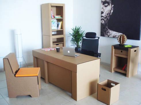 Oficina de cartón: Oficinas y tiendas de estilo  por Modulec