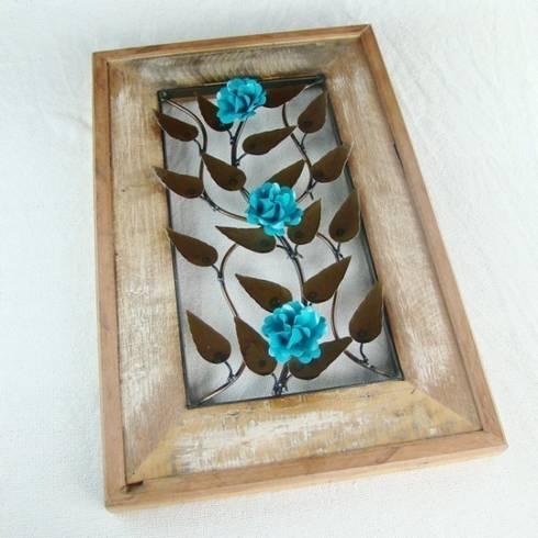 Quadro Madeira de Demolição - 3 Flores Azul Turquesa: Quarto  por Vida Rústica Artesanato e Decoração
