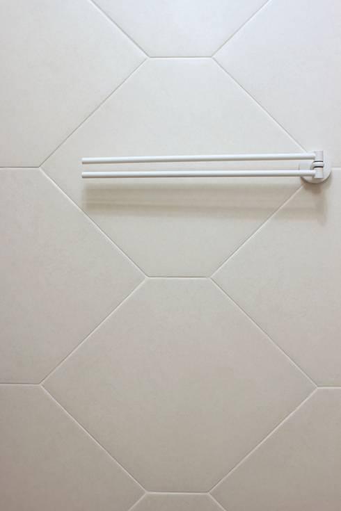 Проект однокомнатной квартиры  40 м² (раздельная комната): Ванная комната в . Автор – SAZONOVA group