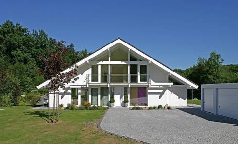 Das passende Haus zum Seerosen-Schwimmteich von DAVINCI HAUS GmbH ...