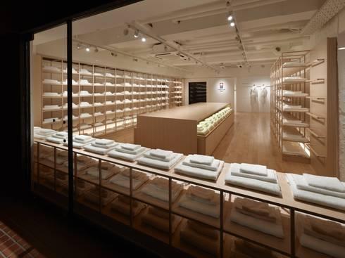 今治タオル 南青山店: 窪田建築都市研究所 有限会社が手掛けたです。