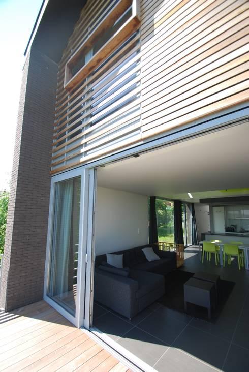 Flawinne I Habitation privée basse énergie ; K 29 - Ew 65: Maisons de style  par SECHEHAYE Architecture et Design