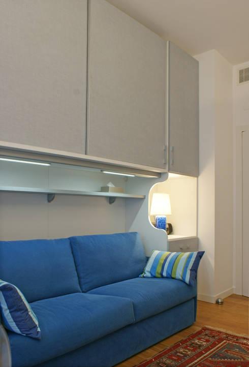 camera ospiti: Camera da letto in stile in stile Moderno di Gaia Brunello | Photo&HomeStaging