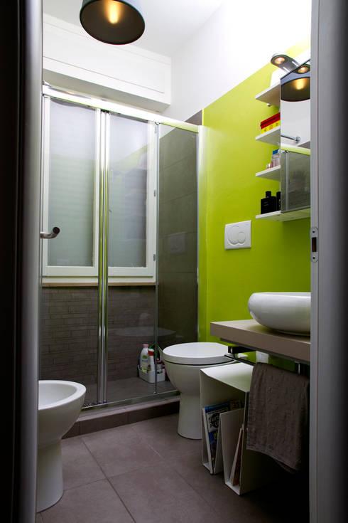 Casa B/R : Bagno in stile in stile Scandinavo di Lorenzo Rossi | Architetto