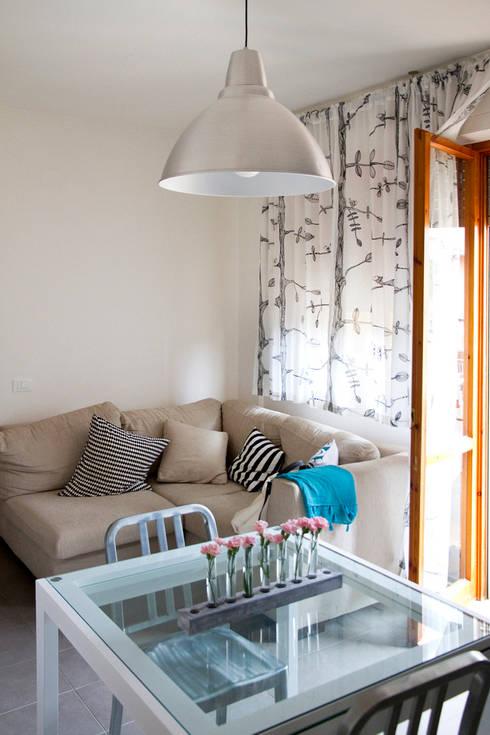 Casa B/R : Soggiorno in stile  di Lorenzo Rossi | Architetto