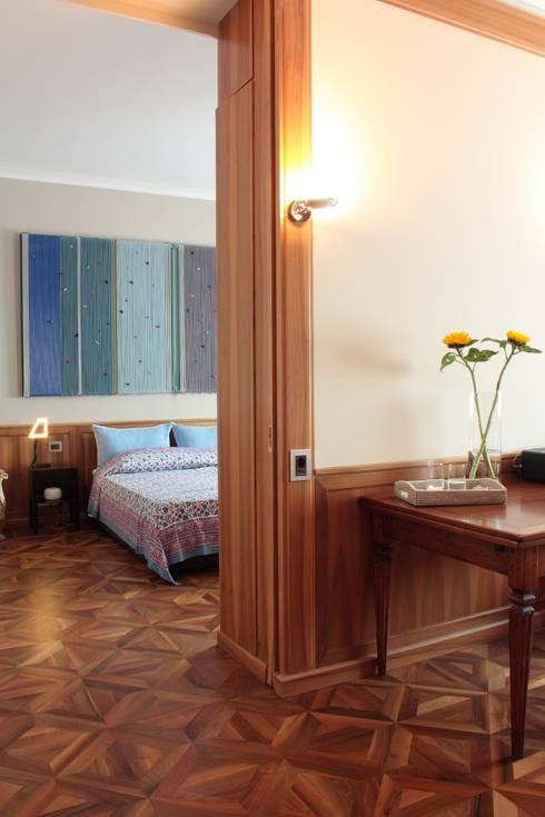camera - scorcio: Camera da letto in stile  di Gaia Brunello | Photo&HomeStaging