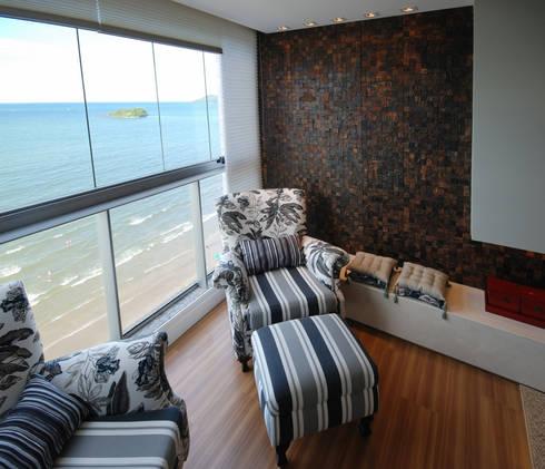 Apartamento 902: Sala de estar  por Neoarch