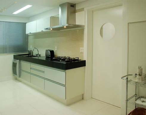Apartamento 902: Cozinhas modernas por Neoarch