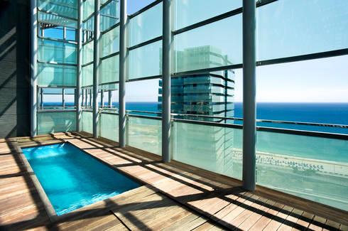 Conjunto residencial Illa del Mar. Barcelona: Terrazas de estilo  de MSA+A   Adolf Martínez/Josep Lluís Sisternas, arquitectes i ass.