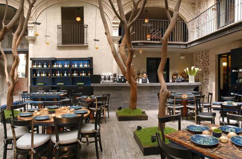Restaurante Azul Histórico: Escuelas de estilo  por kababie arquitectos