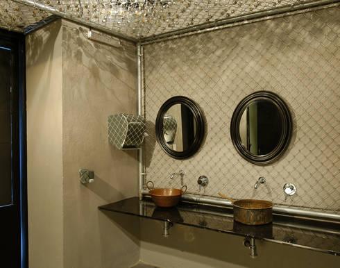 Restaurante Azul Histórico: Baños de estilo  por kababie arquitectos