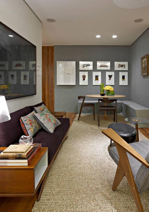 Casa Cor MG 2011: Salas de estar ecléticas por Nara Cunha Arquitetura e Interiores
