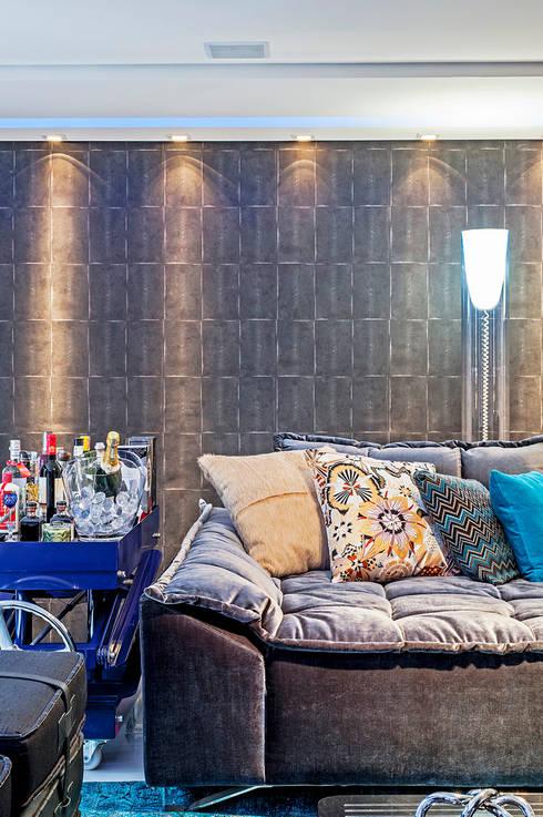 Apartamento masculino em Curitiba: Salas de estar modernas por Evviva Bertolini