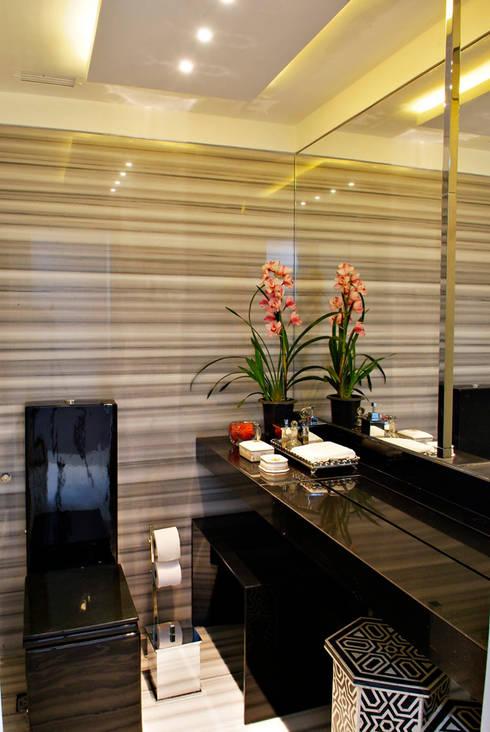 tropical Bathroom by Evviva Bertolini
