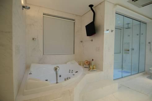 SALA DE BANHO: Banheiros modernos por DIARNA GUS ESCRITORIO DE ARQUITETURA