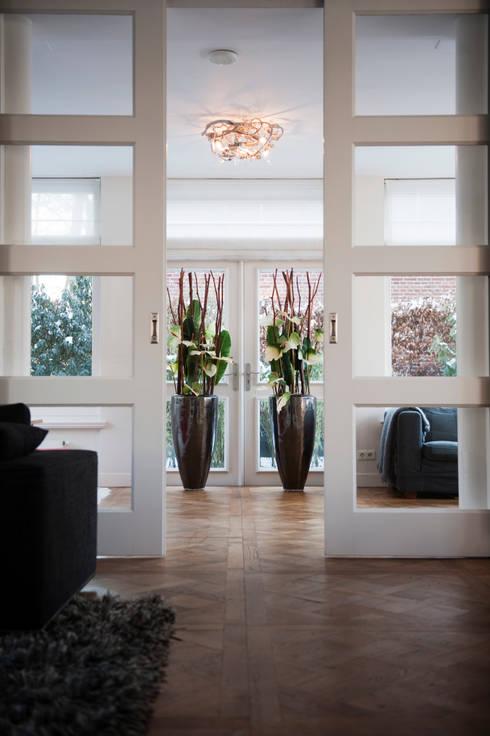 Begeleiden verbouwing,  interieur-voorstel en levering van de meubels:  Binnenbeplanting door Mood Interieur
