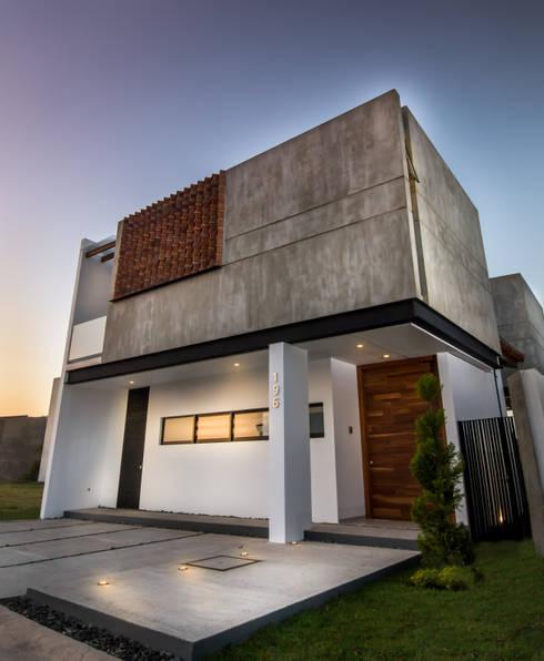 Ingreso / Producto final: Casas de estilo moderno por BANG arquitectura