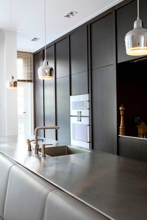 Cocinas de estilo moderno de Binnenvorm