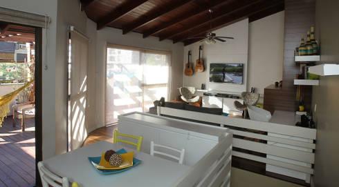 Sala de Estar - ambiente churrasqueira: Salas de estar modernas por Quadrilha Design Arquitetura