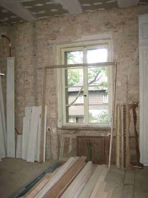 Salon vor der Restaurierung:   von Atelier von Wecus