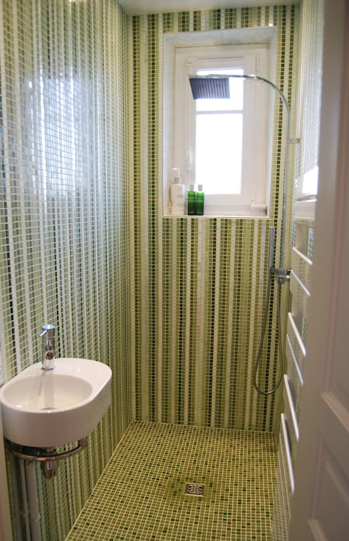 Baños de estilo moderno por Art Mosaico