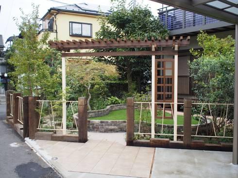 景色のための芝生: 空間工房 欅が手掛けた庭です。