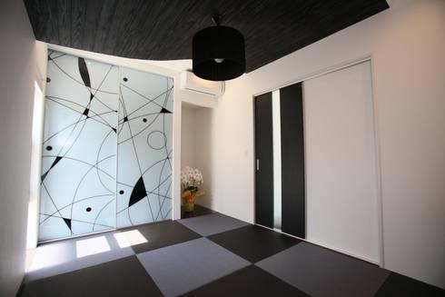 琉球畳の和室: 株式会社 In Designが手掛けた和室です。