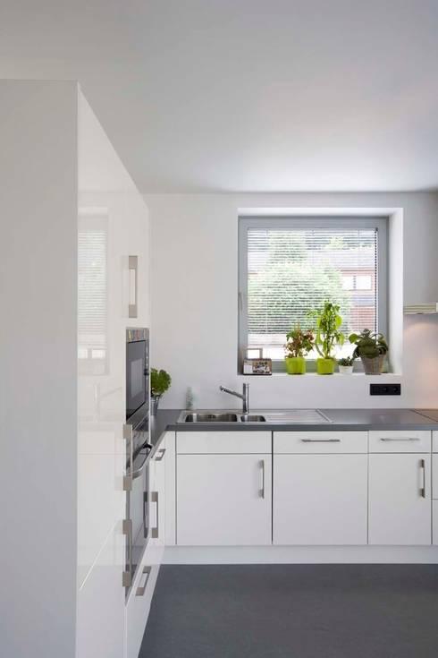 Maison ND: Cuisine de style de style Moderne par Atelier d'Architecture Geoffrey Noël