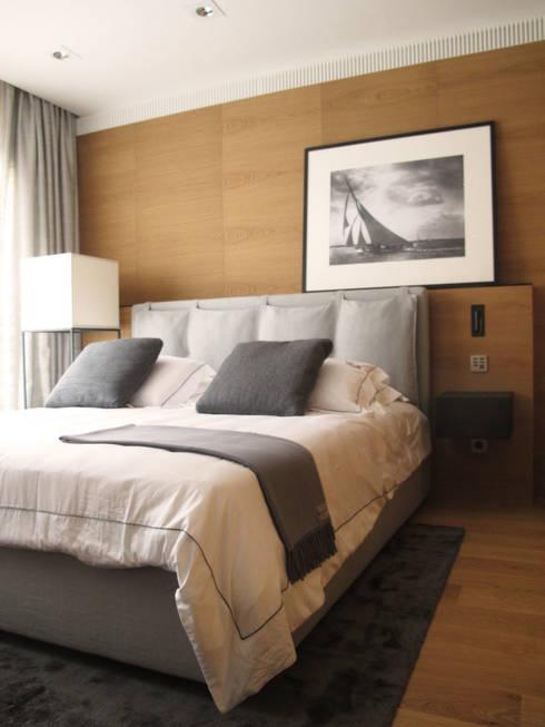 """Villa """"La Magnaneraie"""" – Villefranche-sur-mer: Camera da letto in stile  di C.A.T di Bertozzi & C s.n.c"""