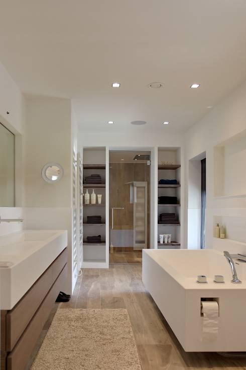 Badkamer:  Badkamer door Leonardus interieurarchitect