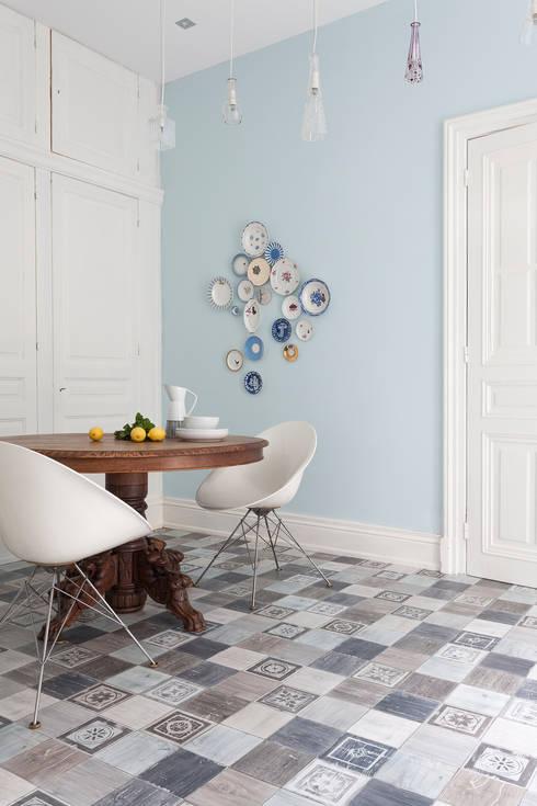 Paredes y pisos de estilo clásico por PAVIMENTOS GERFLOR