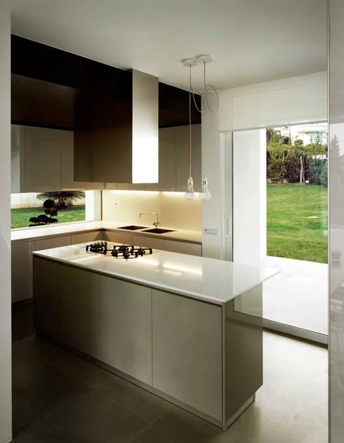 casa CMG: Cucina in stile in stile Moderno di Massimo Zanelli architetto