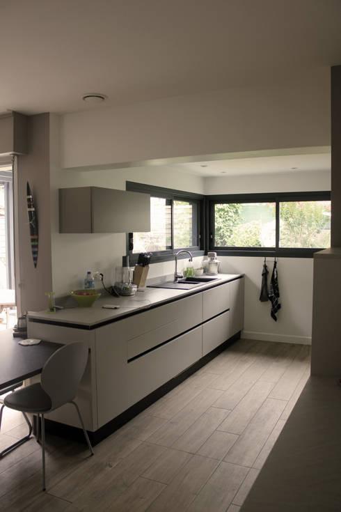 Projekty,  Kuchnia zaprojektowane przez Fabrick d'Architecture Nantaise