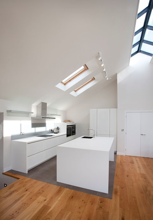 Grey Roofs, Crackington Haven, Cornwall:  Kitchen by The Bazeley Partnership