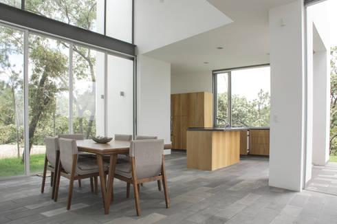 Casa en el Cielo : Comedores de estilo moderno por Villar Watty Arquitectos