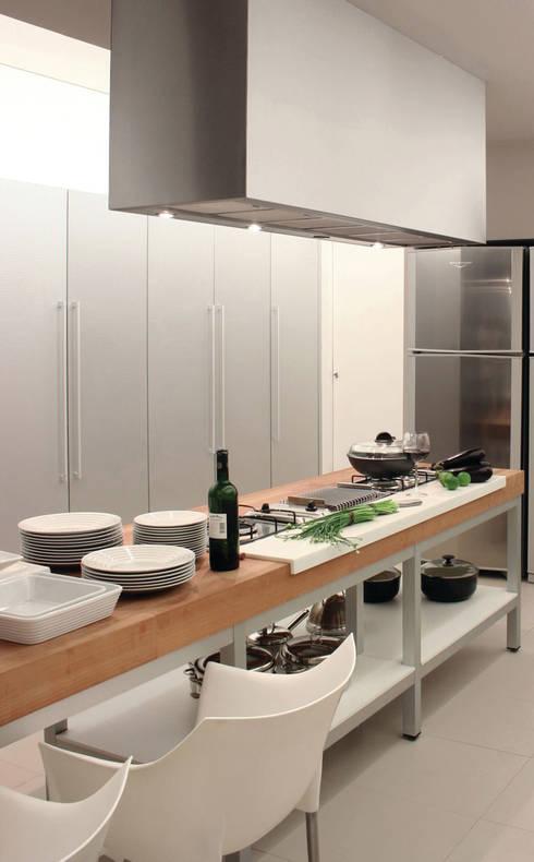WARM: Cozinha  por RAIZ QUADRADA