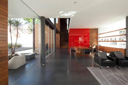 Casa Rinconada: Comedores de estilo minimalista por Echauri Morales Arquitectos
