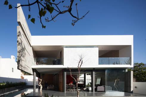 Casa Rinconada.: Casas de estilo minimalista por Echauri Morales Arquitectos