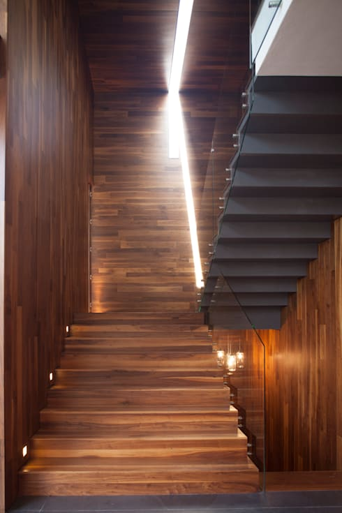 Casa Rinconada.: Pasillos y recibidores de estilo  por Echauri Morales Arquitectos
