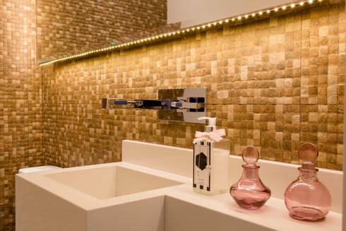 TOWER BRIDGE: Banheiros rústicos por Barbara Dundes | ARQ + DESIGN