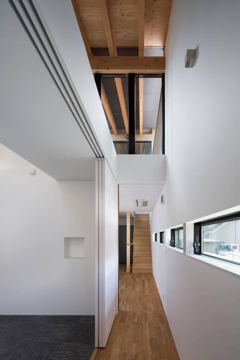 廊下:  井上久実設計室が手掛けた廊下 & 玄関です。