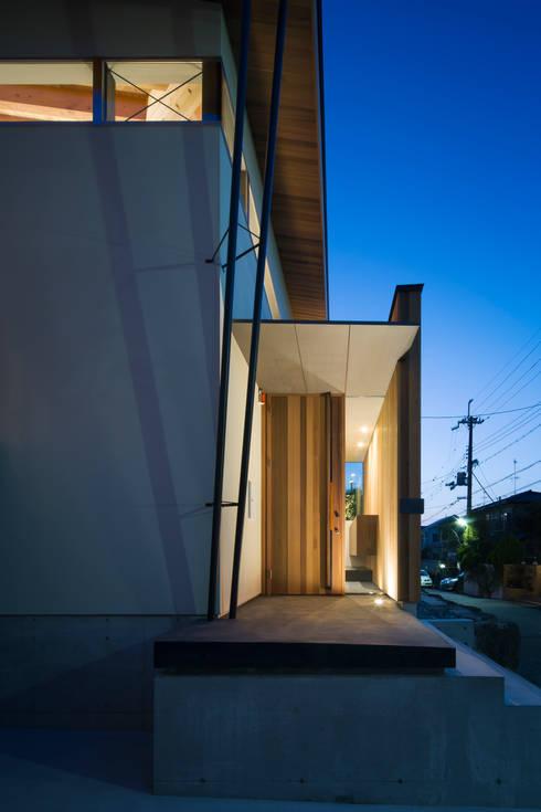 外観 夕景:  井上久実設計室が手掛けた家です。