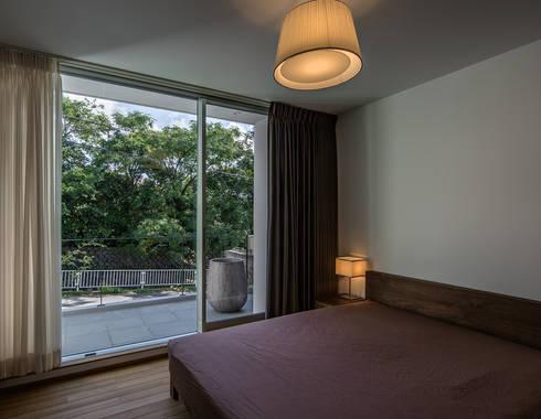 クレバスハウス 主寝室: 株式会社seki.designが手掛けた寝室です。