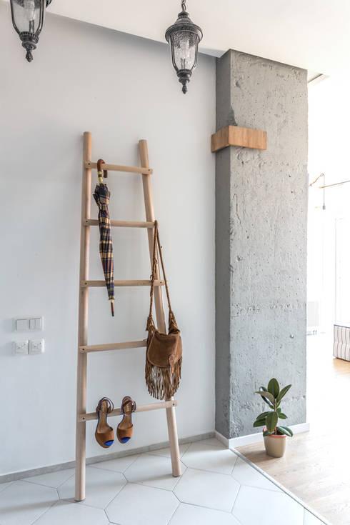 Vestidores y closets de estilo  por SAZONOVA group